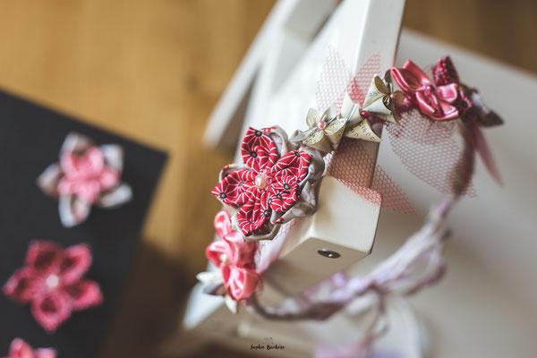Couronne de fleurs en tissu et origami ivoire et rouge par La mariée en fleur, taille adulte pour invitée mariage