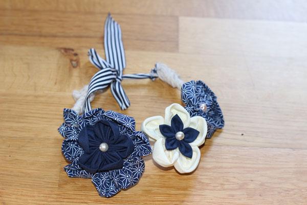 Couronne de fleurs éternelles en tissus marinière bleu marine et blanc, modèle enfant par La mariée en fleur