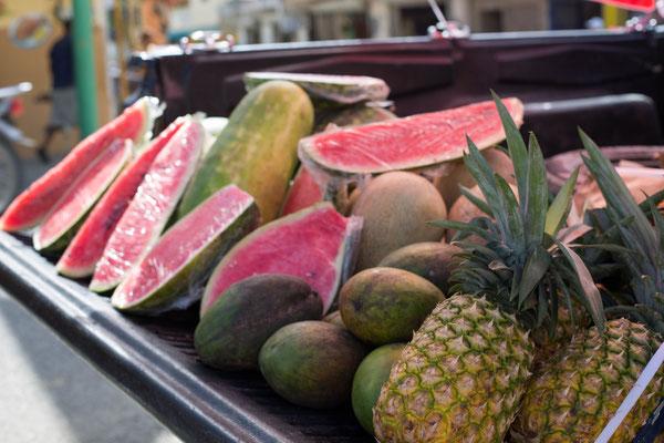 Obst Verkauf direkt vom Auto, Anna Grünauer