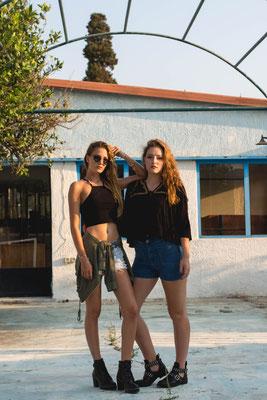 Rhodos Trash Tour/ Model Karo und Anna/ Photo Anna Grünauer/ verlassenes Restaurant