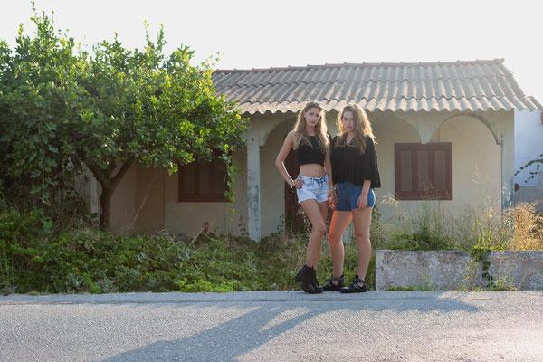 Rhodos Trash Tour/ Model Karo und Anna/ Photo Anna Grünauer/ Wohnhaus