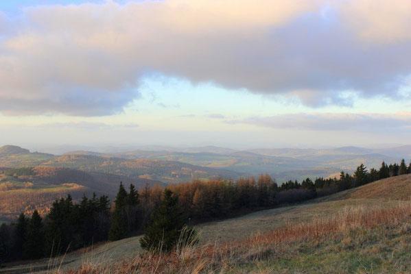 22.)  Herbstbunte offene Fernen -   950 Meter über dem Alltag