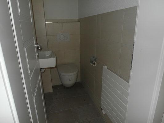 Gäste -WC  nach Umbau inkl. Plattenarbeiten