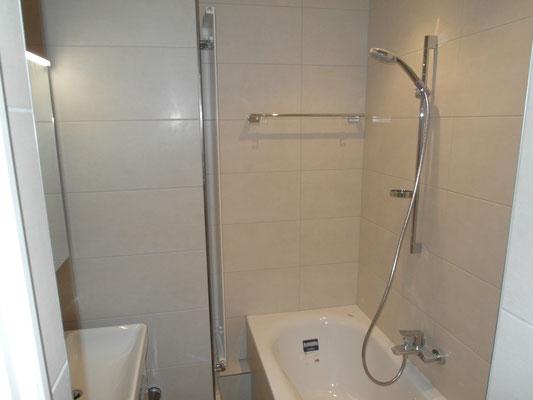 Badezimmer nach den Baumeisterarbeiten inkl. Plattenarbeiten