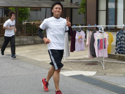 本田 ゴールまであと少しなのにこの余裕の笑顔。笑