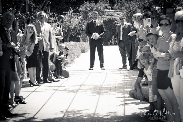 Bräutigam wartet auf Braut / Daniel Keller Fotografie