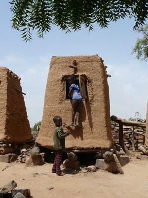 Cecile Leguy - Photo n°1 - Le grenier familial (Pauldaga, Mali)
