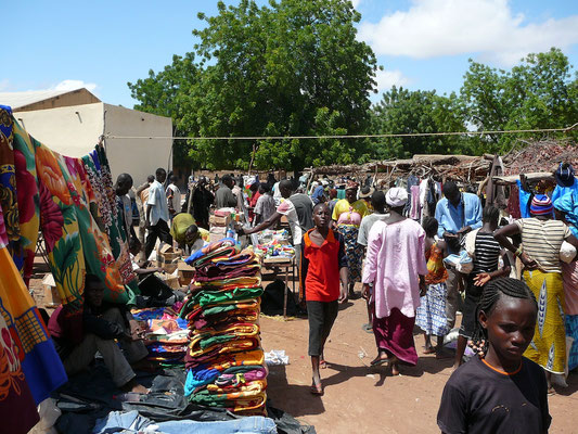 Cecile Leguy - Photo n°3 - Marché (tissus) (Tominian, Mali)