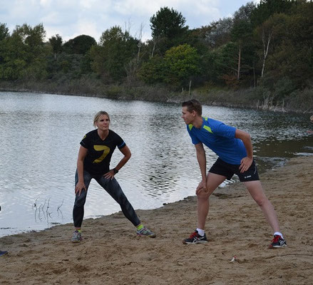 oefeningen tijdens de runningtherapie bij de Oosterplas Kennemerduinen