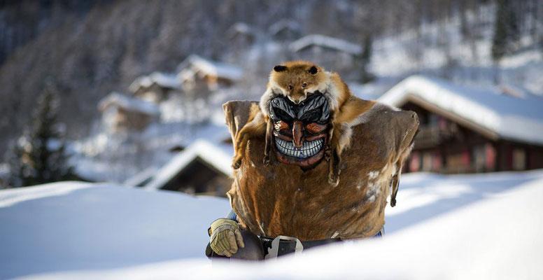 Bild: Maske aus dem Lötschental (Olivier Maire, Keystone)