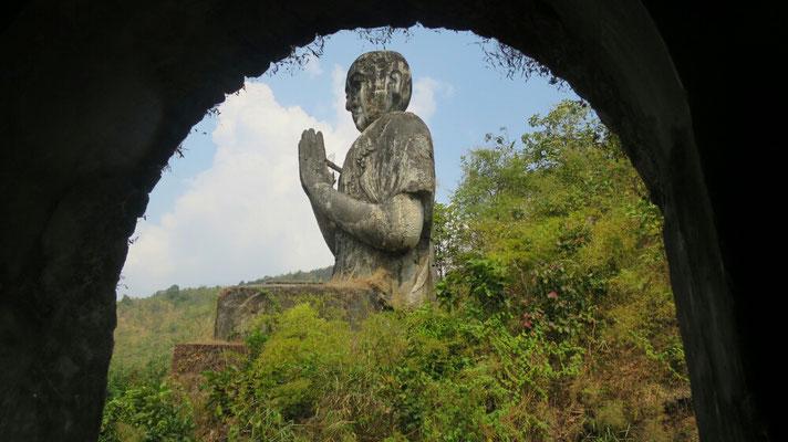 Ein Blick aus dem Buddha, auf einen anderen.