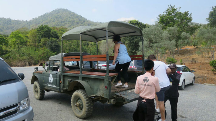 Eine kleine Rundfahrt mit dem Jeep durch die Weinberge.