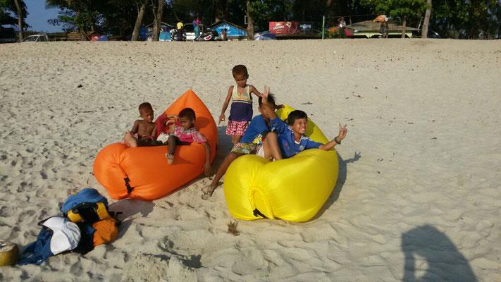 Die Kinder hatten viel Spaß mit unseren Airbed.