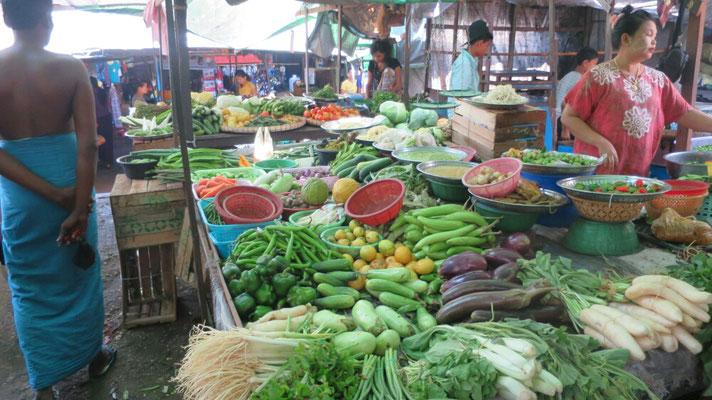 Viel Gemüse wird angeboten.