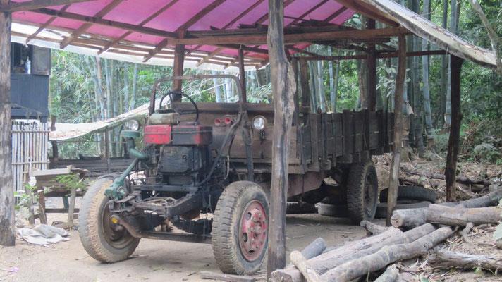 Ein Traktor zum Holz holen.
