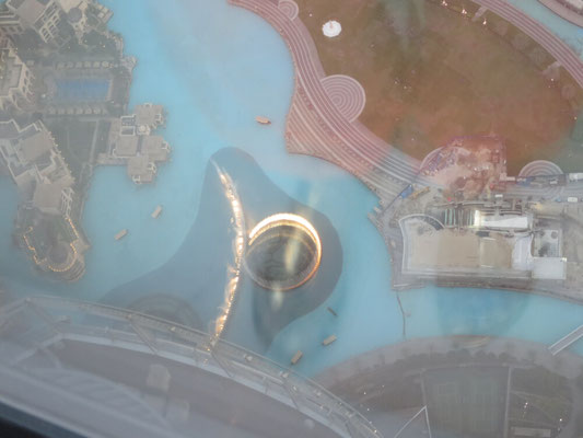Ein Blick nach unten, zu den Wasserfontänen.