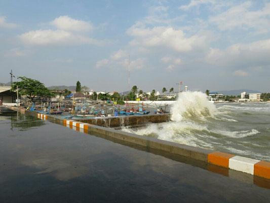 Heute gab es keine Calamari, wohl zu viele hohe Wellen, da war kein Fischerboot unterwegs.