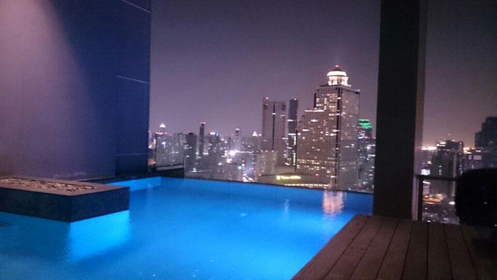 Der Pool im 42. Stock