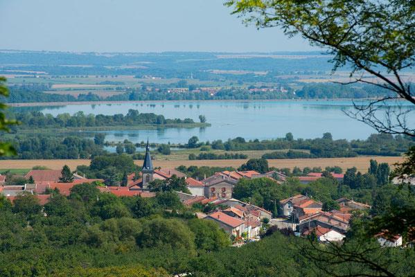 Vue sur le lac de Madine et Heudicourt sous les Côtes - Photo Guillaume Ramon