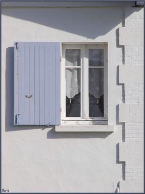 Fenêtre en bord de plage de Claouey (Bassin d'Arcachon)