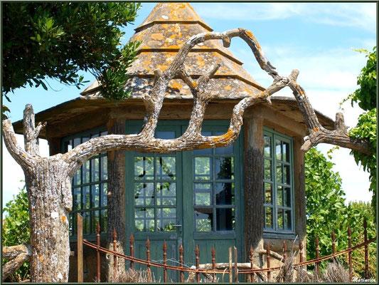 Rotonde dans un jardin à Talmont-sur-Gironde (Charente-Maritime)