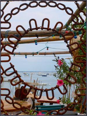 Ouverture sur le Bassin (dégustation d'huîtres en bord de plage), Village de L'Herbe, Bassin d'Arcachon (33)
