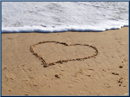 "Coeur sur la sable de la plage de ""La Pointe"" au Cap Ferret"