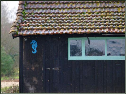 Cabane 69 et son hippocampe au port ostréicole de La Teste de Buch (Bassin d'Arcachon)