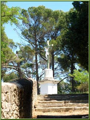 Croix face au cimetière