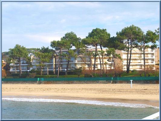 La plage du Moulleau à Arcachon et ses beaux immeubles du front de mer