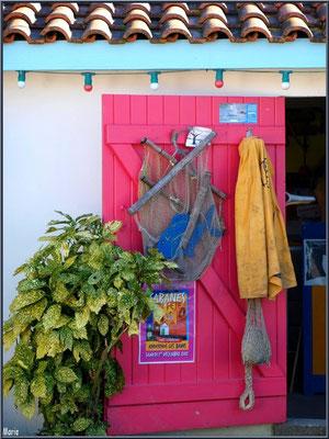Cabane vente d'huîtres et sa déco top au port ostréicole d'Andernos-les-Bains (Bassin d'Arcachon)