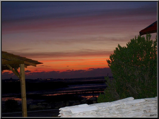 Coucher de soleil entre les cabanes, en juillet
