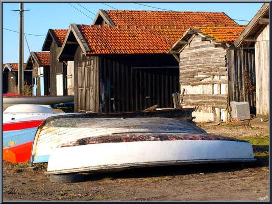Cabanes et canots au repos