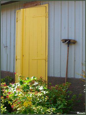 Pas de porte au balai, Village de L'Herbe, Bassin d'Arcachon (33)