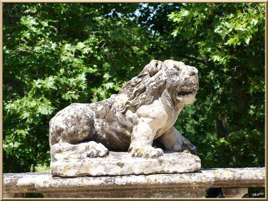 Sculpture sur la balustre de la terrasse arrière du château