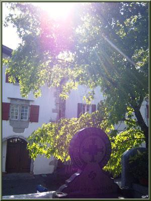 Aïnoha : lumière divine sur le cimetière et ses tombes (Pays Basque français)