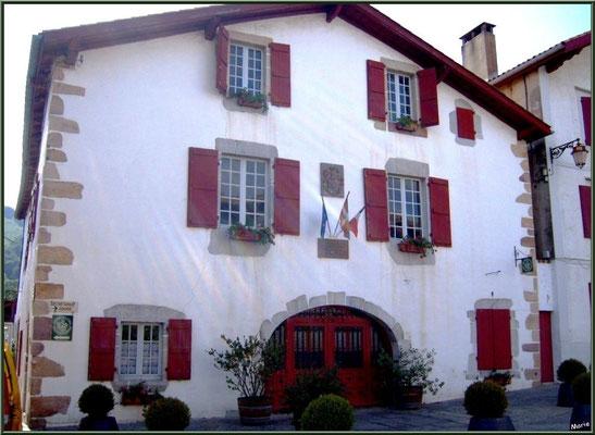 Aïnoha : la mairie (Pays Basque français)