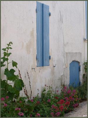 Maison et ruelle à Talmont-sur-Gironde (Charente-Maritime)