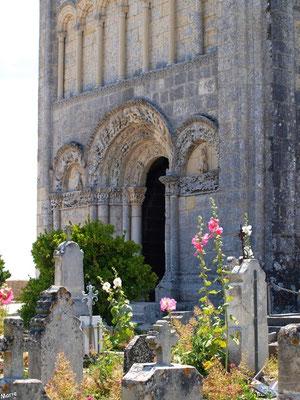 L'église Sainte Radegonde à Talmont-sur-Gironde et le cimetière marin (Charente-Maritime)