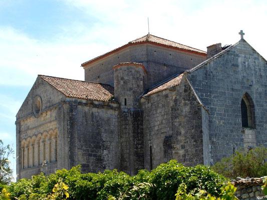 L'église Sainte Radegonde à Talmont-sur-Gironde vue depuis la Promenade des Remparts (Charente-Maritime)