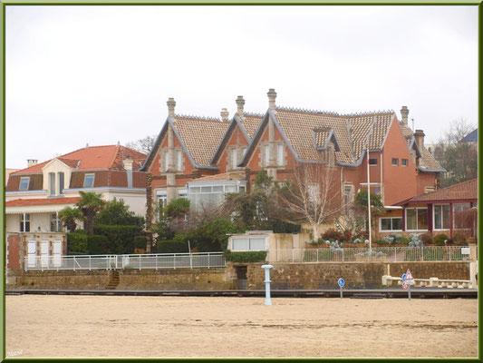 """Arcachon, """"Ville d'Eté"""", la plage du côté de la jetée d'Eyrac, les belles villas et la promenade en front de mer (photo prise en février)"""