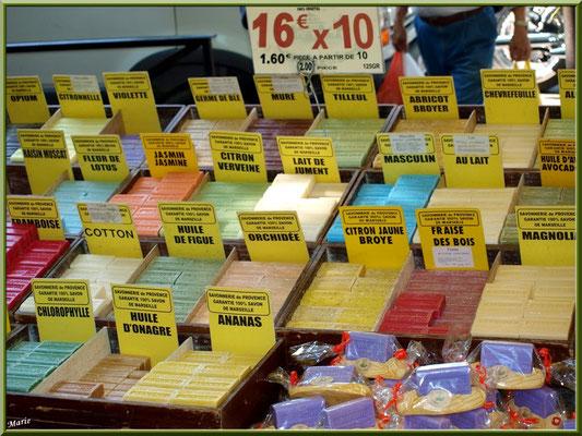 Marché de Provence, samedi matin à Arles (13), marchand de savons