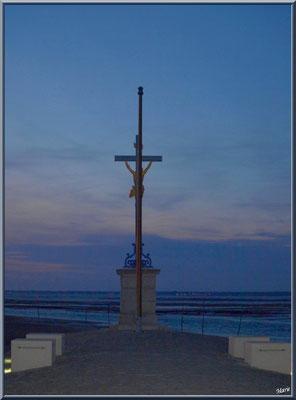 La Jetée du Christ et la Croix des Marins de nuit