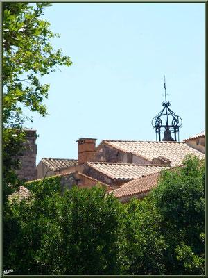 Le campanile par dessus les toits
