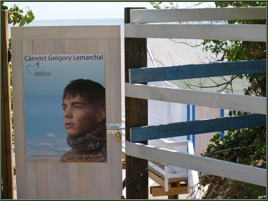 Un carrelet à ponton, au profit de l'Association Grégory Lemarchal (lutte contre la mucoviscidose), en bord de la Gironde à Talmont-sur-Gironde (Charente-Maritime)