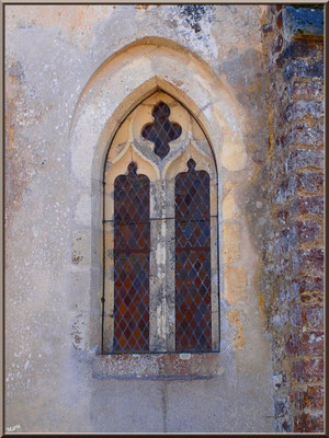Eglise St Michel du Vieux Lugo à Lugos (Gironde) : vitrail côté extérieur