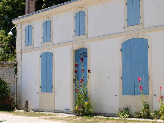 Ruelle et maison à Talmont-sur-Gironde (Charente-Maritime)