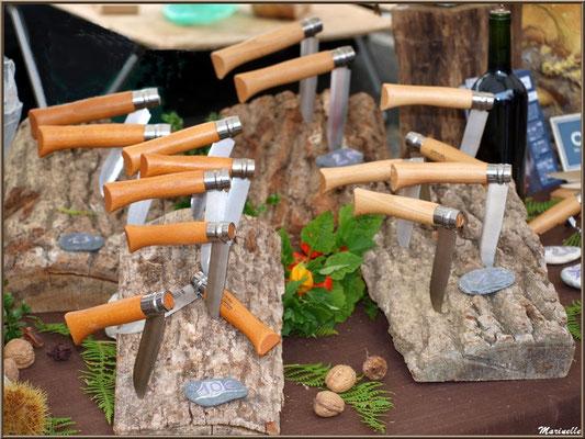 Etal coutellerie Opinel, Fête au Fromage, Hera deu Hromatge, à Laruns en Vallée d'Ossau (64)