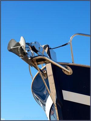 Proue de voilier au port ostréicole d'Andernos-les-Bains (Bassin d'Arcachon)