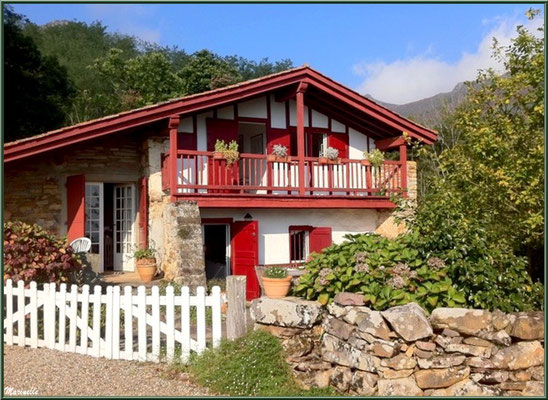 Maison basque à Sare (Pays Basque français)